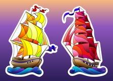 Buntglas eingestellt mit Schiffen, Segelboote auf den Wellen lokalisiert auf Himmelhintergrund vektor abbildung