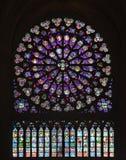 Buntglas-Fenster von Notre Dame Lizenzfreie Stockfotografie