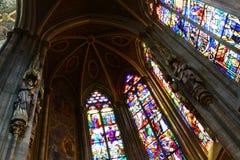 Buntglas - gotische Kathedrale Stockfoto