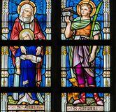Buntglas - Heilige Ana, Adrian und Barbara Stockbild
