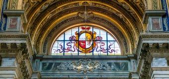 Buntglas mit Schild und Adler in der Kirche von Sant-` Agnese in Agone in Rom, Italien Stockfotos
