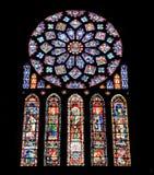 Buntglas von der Chartres-Kathedrale Stockbilder