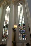 Buntglas von Frauenkirche in München Lizenzfreies Stockfoto