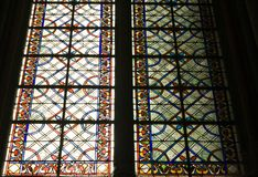 Buntglasfenster-Amiens-Kathedrale lizenzfreie stockfotos