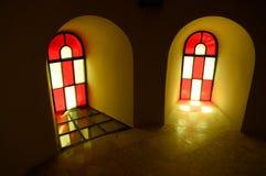 Buntglasfenster in der Kirche Stockfoto