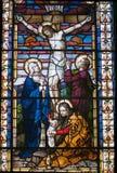 Buntglasfenster Jesus auf dem Kreuz Stockfotografie