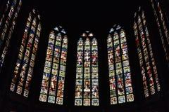 Buntglasfenster in Kirche Heiligem Walburga Stockfotos