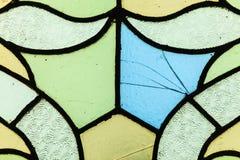 Buntglasfenster mit unregelmäßigem Blockmuster Stockbilder