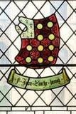 Buntglasfenster mit Wappen Stockbild