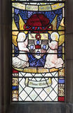 Buntglasfenster mit Wappen Stockfotos