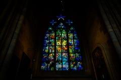 Buntglasfenster in St. Vitus Stockfotos