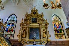 Buntglasfenster und der Altar der deutschen Kirche in Stoc Lizenzfreie Stockfotos