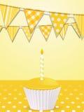 Bunting e bigné giallo di compleanno Immagine Stock Libera da Diritti