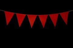 Bunting, seis triângulos vermelhos na corda para a mensagem da bandeira Fotografia de Stock Royalty Free