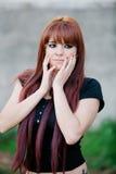 Buntownicza nastolatek dziewczyna z czerwonym włosy Zdjęcie Royalty Free