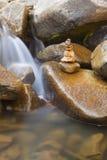 buntstenvattenfall Royaltyfri Fotografi