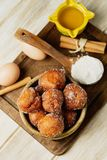 Bunyols de Quaresma, καταλανικές ζύμες που τρώονται δανεισμένος στοκ φωτογραφίες με δικαίωμα ελεύθερης χρήσης
