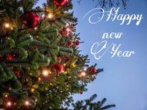 Buon anno con l'albero di Natale fotografie stock libere da diritti