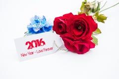 Buon anno 2016 con rosa ed etichetta isolata su un fondo bianco Immagine Stock
