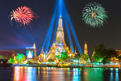 Buon anno 2016, conto alla rovescia 2016 a Wat ArunTemple, fuochi d'artificio, W Fotografie Stock Libere da Diritti