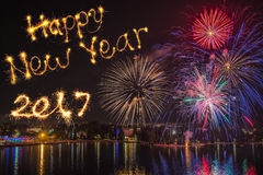 Buon anno scritto con il fuoco d'artificio sul fondo del fuoco d'artificio Fotografie Stock