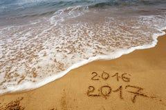 Buon anno 2017 sulla spiaggia Fotografia Stock Libera da Diritti