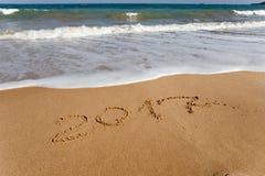 Buon anno 2017 sulla spiaggia Fotografie Stock Libere da Diritti