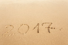 Buon anno 2017 sulla spiaggia Immagini Stock