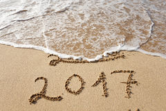 Buon anno 2017 sulla spiaggia Fotografie Stock