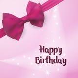 Buon compleanno Cartolina d'auguri di nascita Backlight sui precedenti decorati con l'arco rosa Fotografia Stock