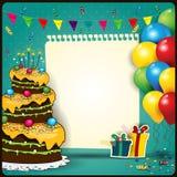 Buon compleanno con un foglio di carta ed il dolce Immagini Stock Libere da Diritti