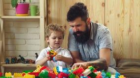 Buon concetto parenting   r Svago felice della famiglia Figlio di amore stock footage