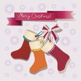 Buon Natale! Calzini di Natale con un arco Immagini Stock