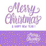 Buon Natale dell'iscrizione che segnano e struttura senza cuciture del modello Lillà con la raccolta rosa delle stelle Vettore fotografie stock libere da diritti