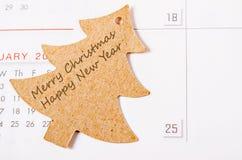 Buon Natale e buon anno sulla carta dell'albero di Natale Fotografia Stock