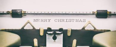 BUON NATALE in lettere maiuscole su uno strato della macchina da scrivere Immagine Stock Libera da Diritti