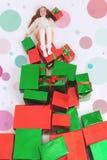 Buon Natale 2016 Lunedì cyber Stati Uniti Ragazza che tiene il regalo di Cristmas Fotografia Stock