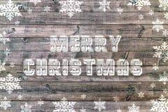 Buon Natale scritto sul bordo di legno con il fiocco di neve Immagine Stock Libera da Diritti