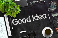 Buona idea - testo sulla lavagna nera rappresentazione 3d Fotografia Stock