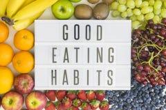 Buone abitudini alimentari con frutta Fotografie Stock