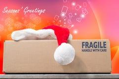Buone Feste con un acquisto di Natale in una scatola marrone sulla a Fotografia Stock Libera da Diritti