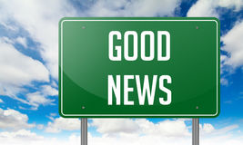 Buone notizie sul cartello verde della strada principale Fotografia Stock