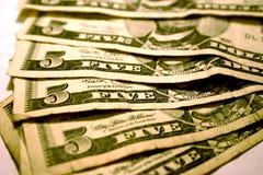 Buone vecchie cinque fatture del dollaro Fotografie Stock Libere da Diritti