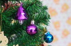 Buoni anni del giocattolo e della decorazione dell'albero di Natale Immagini Stock