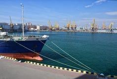 Buque amarrado en el puerto Foto de archivo