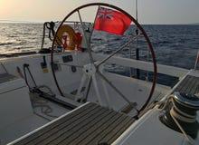 Buque civil de Reino Unido de la navegación del yate de la bandera roja inglesa de la bandera Imagen de archivo