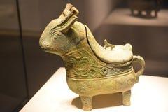 Buque de bronce del vino del gongo fotos de archivo libres de regalías