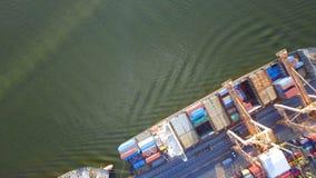 Buque de carga del envase, importaciones/exportaciones, concepto logístico del transporte de la cadena de suministro del negocio almacen de video