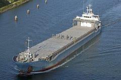 Buque de carga en el canal de Kiel Imagen de archivo libre de regalías