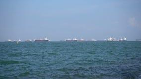 Buque de carga que flota en el mar almacen de metraje de vídeo